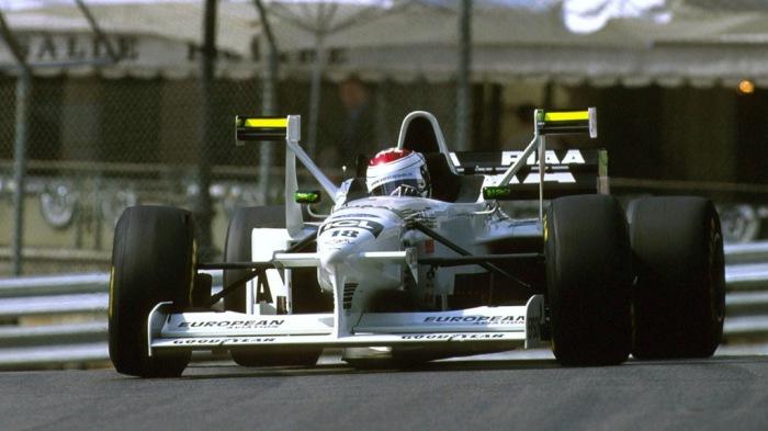 Tyrrell Ford 025 с дополнительными антикрыльями.