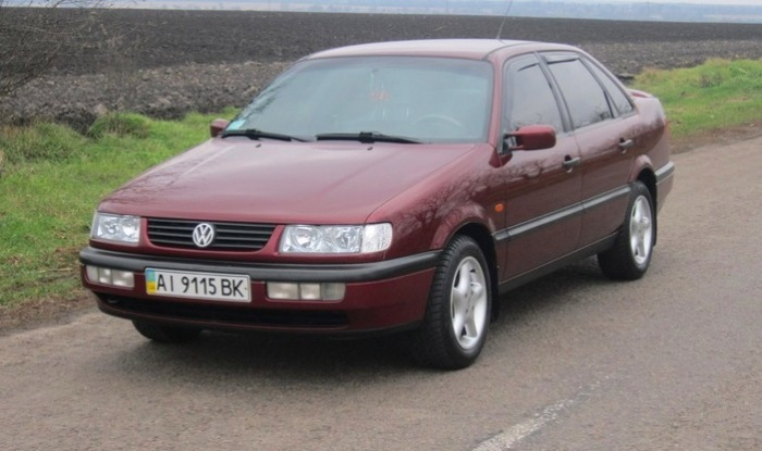 Седаны и универсалы Volkswagen Passat B4 выпускались с 1993 по 1996 год. | Фото: autobelyavcev.ru.