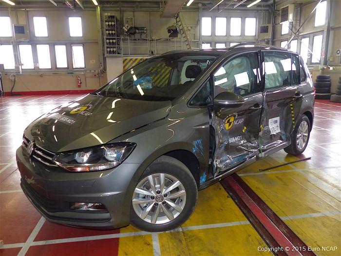 Volkswagen Touran - самый безопасный среди небольших минивэнов.