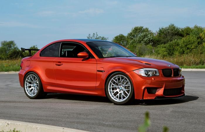 BMW 1M удачно сочетает компактные размеры, отличную управляемость и динамику. | Фото: bmwblog.com.
