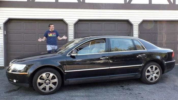 Огромный немецкий представительский седан Volkswagen Phaeton. | Фото: youtube.com.