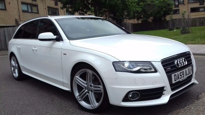 Универсал Audi A4 Avant S-Line.