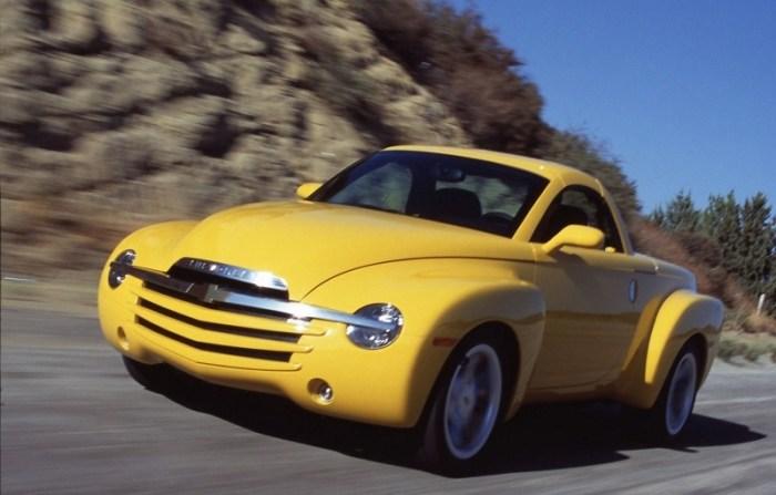 Пикап-кабриолет Chevrolet SSR выпускался совсем недолго, с 2003 по 2006 годы. | Фото: cheatsheet.com.