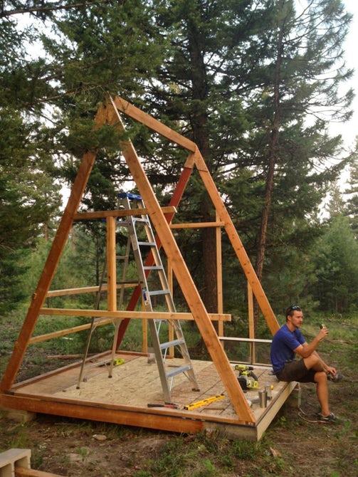 Процесс строительства домика.