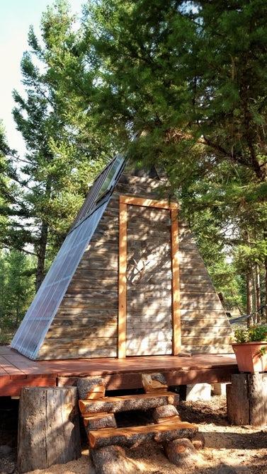 «Парадный вход» в деревянный домик.