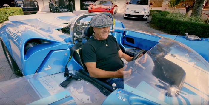 Брайан Джонсон длительное время вел автомобильную программу на телевидении. | Фото: autoevolution.com.