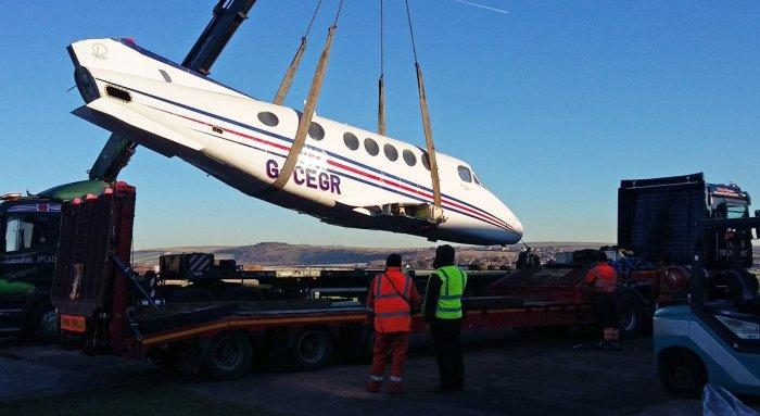 Фюзеляж King Air 200 отправляют на утилизацию.