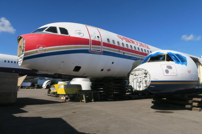 Корпуса самолетов, готовые к продаже или разделке.