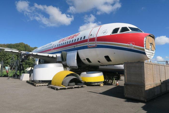 Фюзеляж самолета с снятым ценным оборудованием.