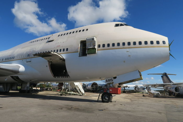 Списанный авиалайнер Boeing 747.