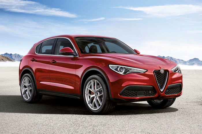 Итальянский кроссовер Alfa Romeo Stelvio 2017-2018 года. | Фото: allcarz.ru.