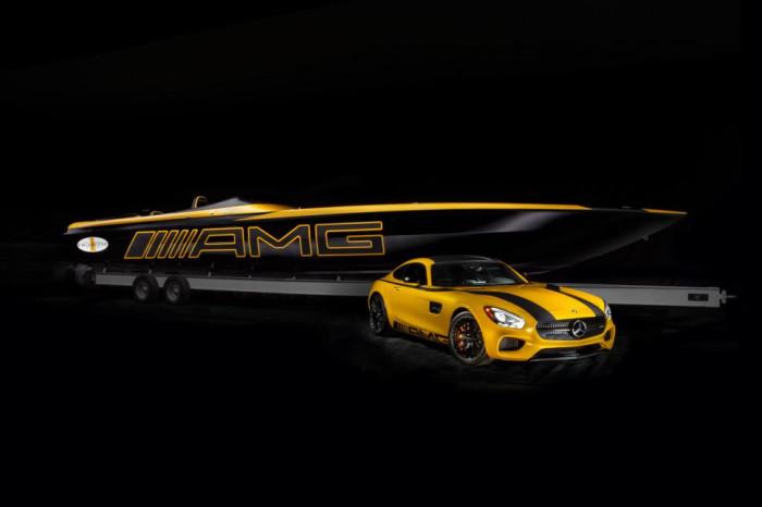 Гоночный катер Marauder GT S Concept (3100 л.с.) за $1,2 миллиона рядом с спорткаром Mercedes AMG GT S.