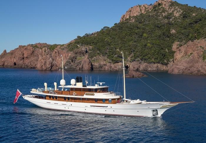 47-метровая яхта Amphitrite.