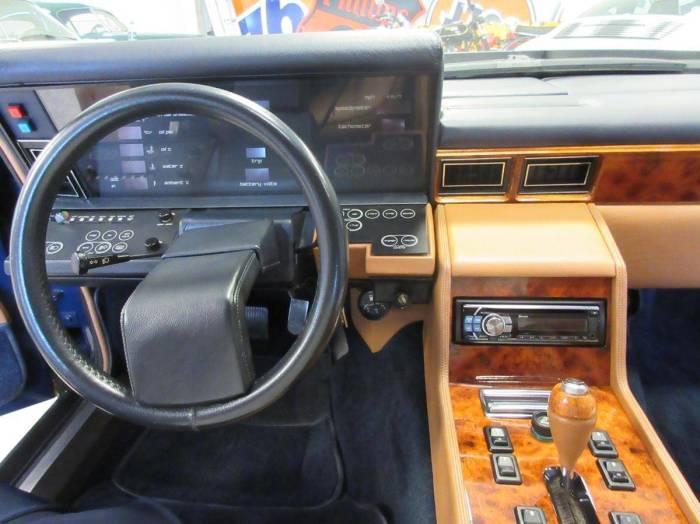 Приборная панель Aston Martin Lagonda очень сложной конструкции и часто выходит из строя. | Фото: thetruthaboutcars.com.