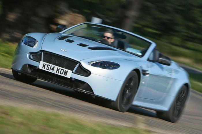 Aston Martin V12 Vantage S Roadster – самый быстрый и шумный кабриолет компании. | Фото: autocar.co.uk.