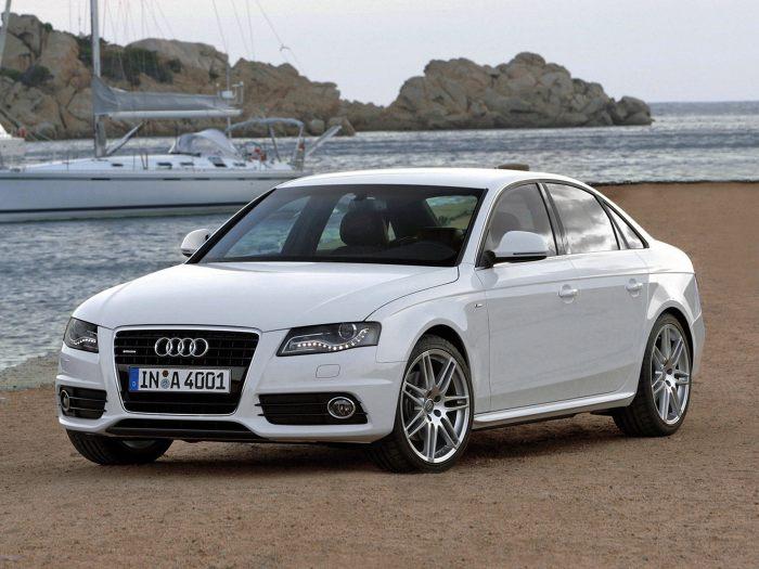 Популярный седан среднего класса Audi A4 B8К.