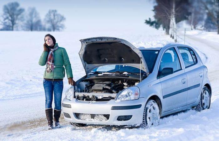 Зимой за автомобилем нужен особый уход. | Фото: fakty.ictv.ua