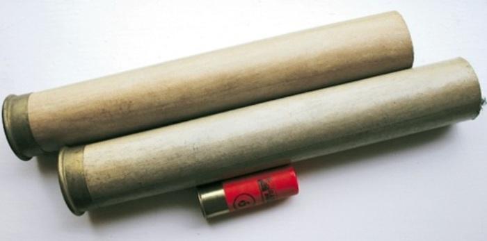 Патроны для «уточницы» (коричневого цвета) в сравнении с патронами для обычного дробовика. | Фото: gungeekfrag.tumblr.com.
