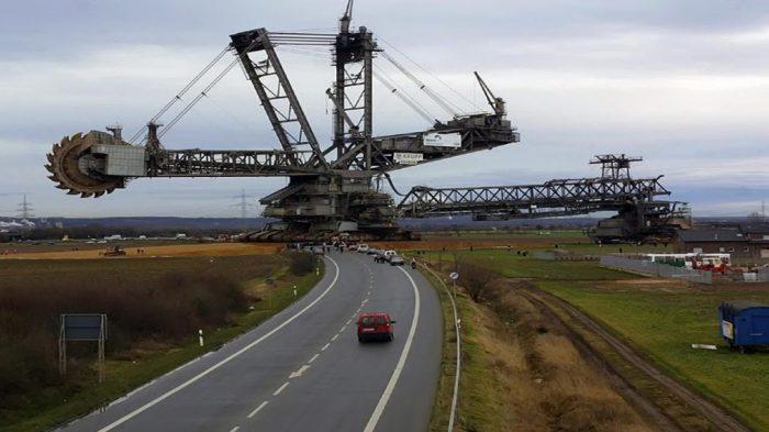 Bagger 288 перебирается на новое место работы. | Фото: wonderfulengineering.com.