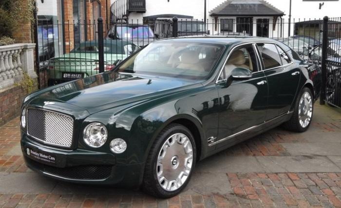 Bentley Mulsanne 2012 года королевы Елизаветы II. | Фото: cheatsheet.com.