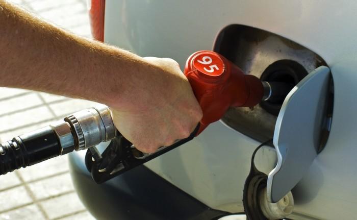 Заправка бензина с большим октановым числом добавляет мощности и даже немного сокращает расход. | Фото: avtomaniya.com.
