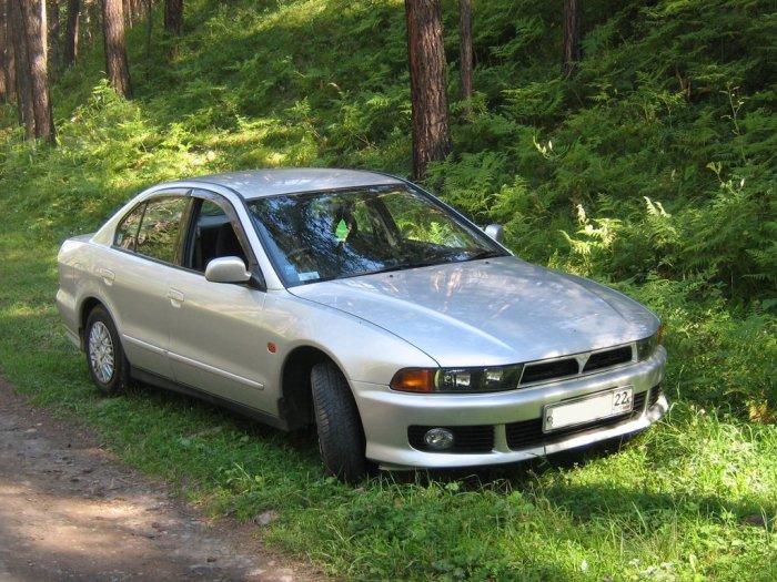 Японский седан Mitsubishi Galant 2000 года. | Фото: drom.ru.
