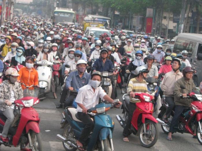 Скутер – основной вид транспорта во Вьетнаме. | Фото: smotra.ru.