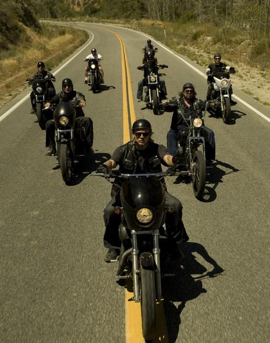 Байкеры на шоссе.