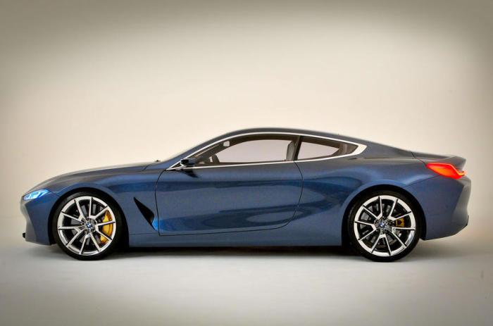 Сбоку BMW 8 Series действительно чем-то напоминает Aston Martin.