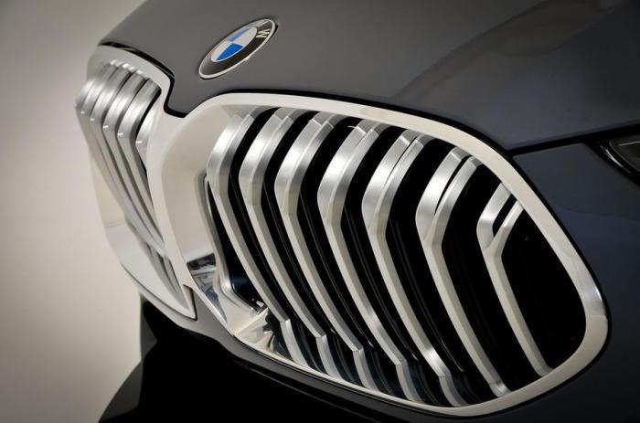 Радиаторная решетка нового BMW 8 Series.