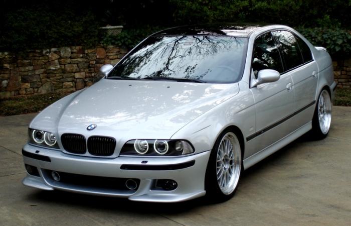 Сейчас «пятерка» BMW – не самая надежный автомобиль, но модель Е39 с двигателем М57 – машина, проверенная временем. | Фото: carrrsmag.com.