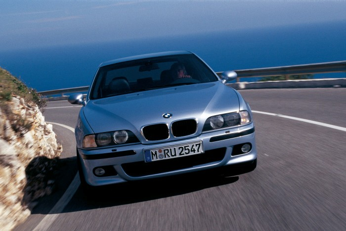 Четвертое поколение BMW 5 Series в кузове E39. | Фото: bmwblog.com.