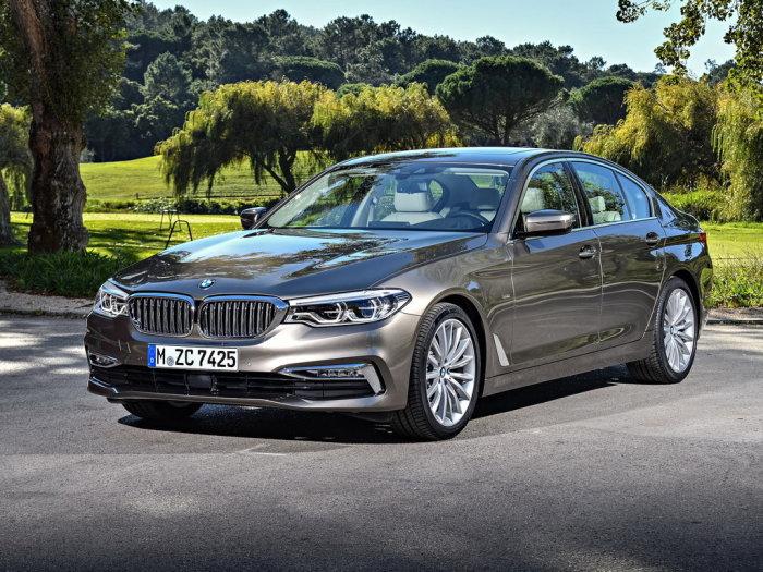 Новенькие BMW 5-Series оснащаюся задним или полным приводом. | Фото: drom.ru.