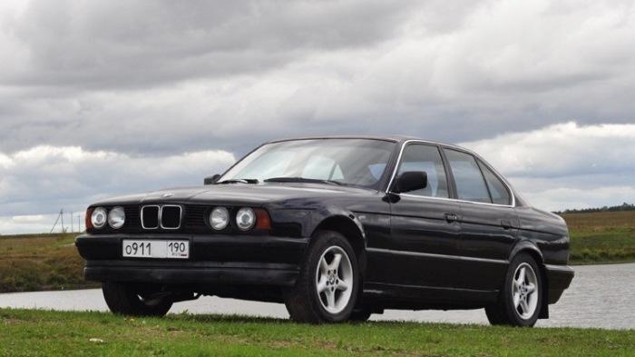 Знаменитый «биммер» 90-х - BMW 5-й серии в кузове E34. | Фото: drive2.ru.