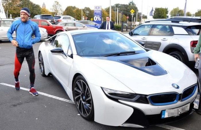 Гибридное купе BMW i8 имеет силовую установку, состоящую из двух электродвигателей и бензинового турбомотора. | Фото: topgearrussia.ru.