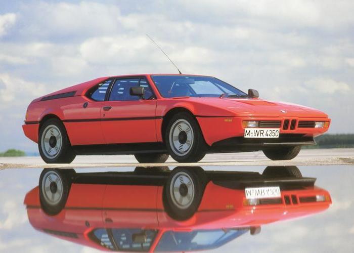 В 1970-х годах инженеры BMW только учились строить среднемоторные спорткары. | Фото: rmsothebys.com.