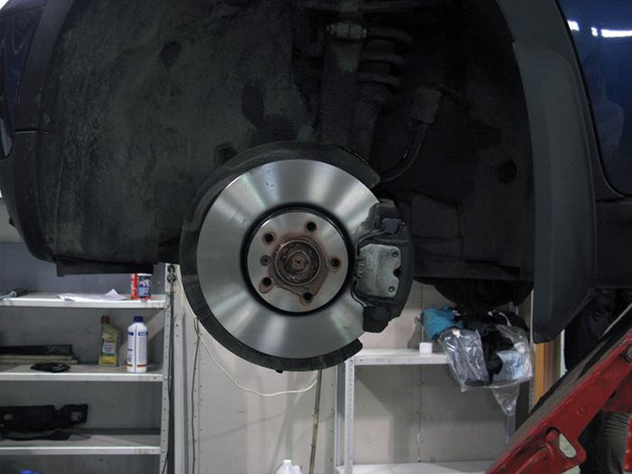 От исправности тормозов зависит безопасность движения автомобиля. | Фото: texcentrik.ru.
