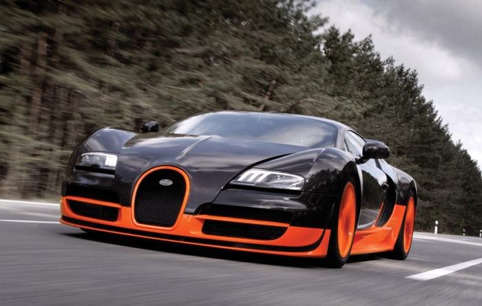 Bugatti Veyron достигает скорости свыше 400 км/ч.   Фото: carrrsmag.com.