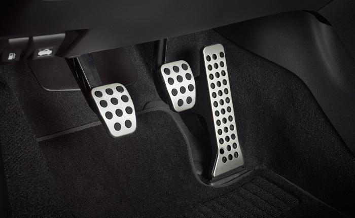 Педальный узел автомобиля с механической коробкой передач.   Фото: avto-flot.ru.