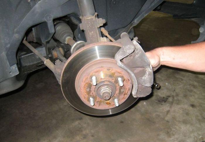Дисковые тормоза, требующие ремонта. | Фото: r93.ru.