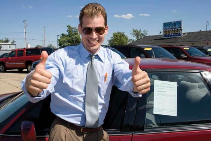 Продавец автомобилей способен «втюхать» любой автохлам. | Фото: elementsofrest.com.
