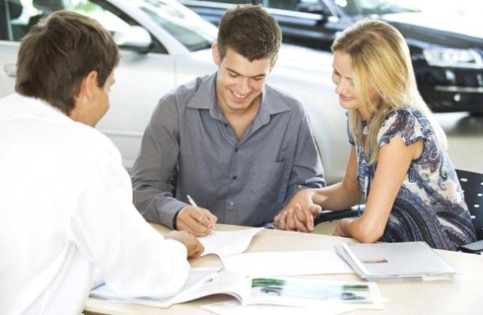 Покупка автомобиля. | Фото: mercedesbenzofjacksonvilleblog.com.