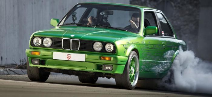 BMW 3-Series E30 в тюнинге.