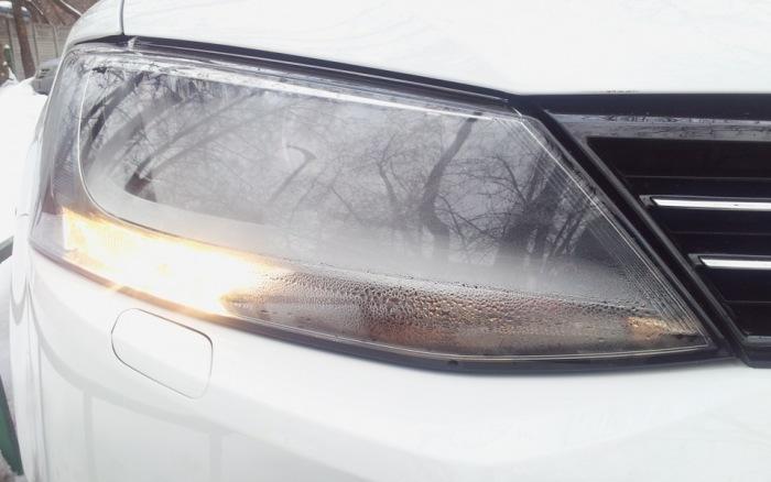 Даже у новеньких Volkswagen Jetta фары внутри могут оказаться мокрыми. | Фото: drive2.ru.