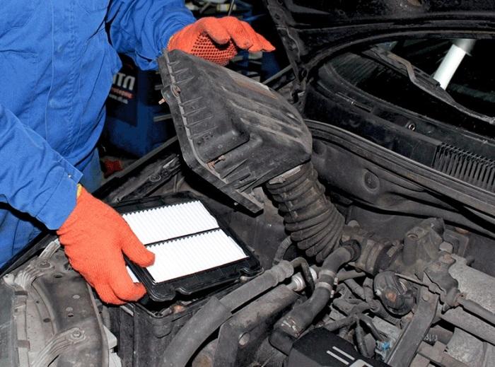Лучше преждевременно заменить одну деталь, чем впоследствии делать дорогой ремонт двигателя. | Фото: atl.ua.