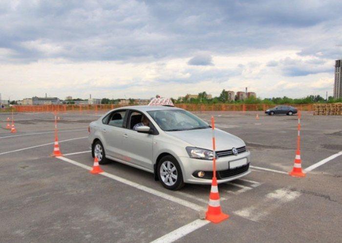 Тренировка по парковке автомобиля.   Фото: i4car.net.