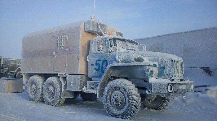 Если зима слишком суровая, то машина может стоять на приколе до весны. | Фото: autotexnika.ru.