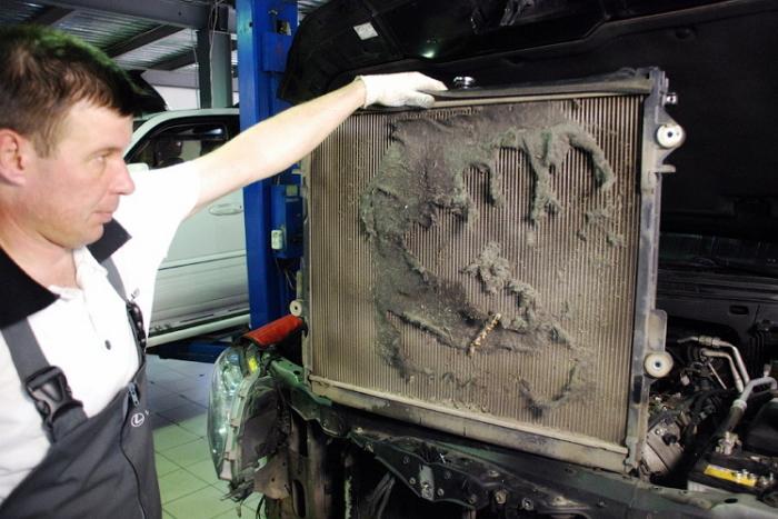 С таким радиатором в жару машина точно закипит. | Фото: carnovato.ru.