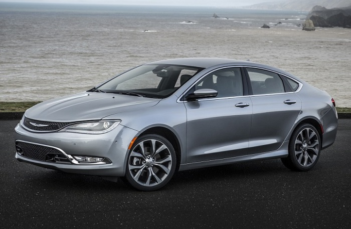 В автомобильной прессе Chrysler 200 не ругал только ленивый.