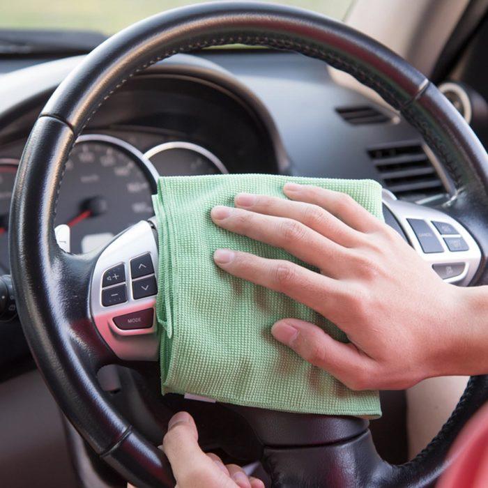 С помощью специальной химии можно добиться очень хорошего восстановления автомобиля. | Фото: familyhandyman.com.